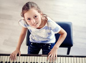 Piano teacher for kids